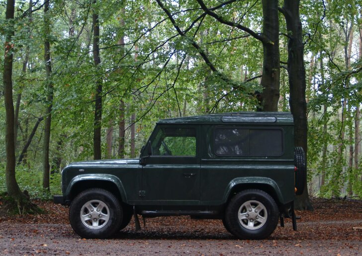 Land Rover Defender (1948 - 2018)