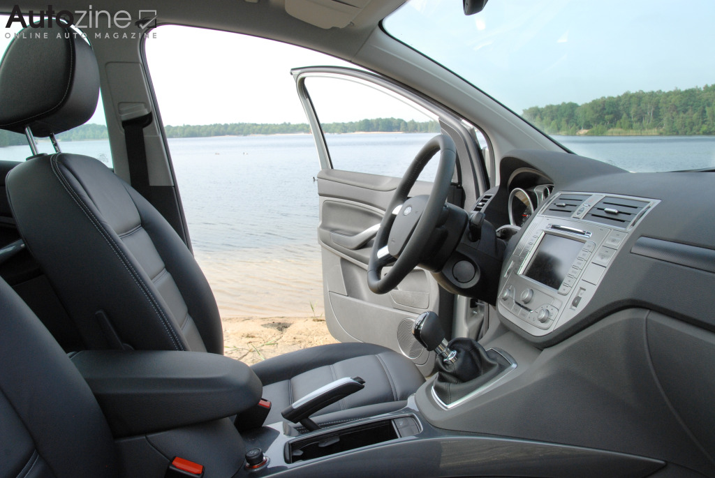 Autozine foto 39 s ford kuga 2008 2012 7 9 for Interieur ford kuga